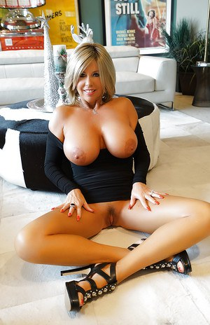 Housewife Babes Pics