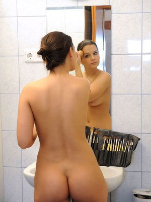 Babes In Bathroom Pics