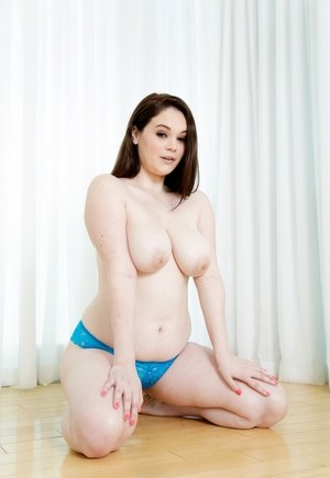 Busty Babes Pics